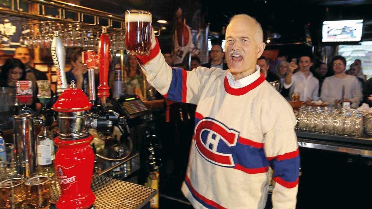New Democratic Party (NDP) leader Jack Layton raises a glass of beer during a campaign stop at a sports bar in Montreal, April 14, 2011. Canadians will go to the polls in a federal election on May 2. REUTERS/Shaun Best (CANADA - Tags: POLITICS ELECTIONS)