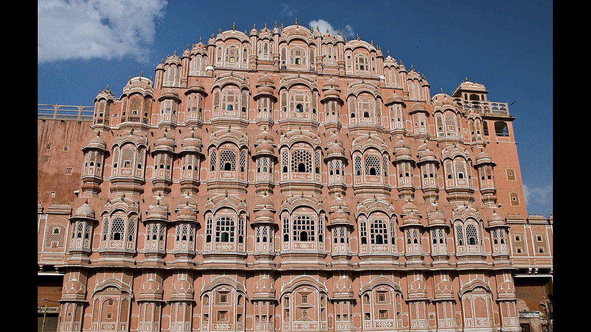 Maryse Tremblay photo: Hawa Mahal - (Palace of Winds) Jaipur, India. Built in 1799. Unique 5 storey exterior is also akin to the honeycomb of a behive, with its 953 small windows.