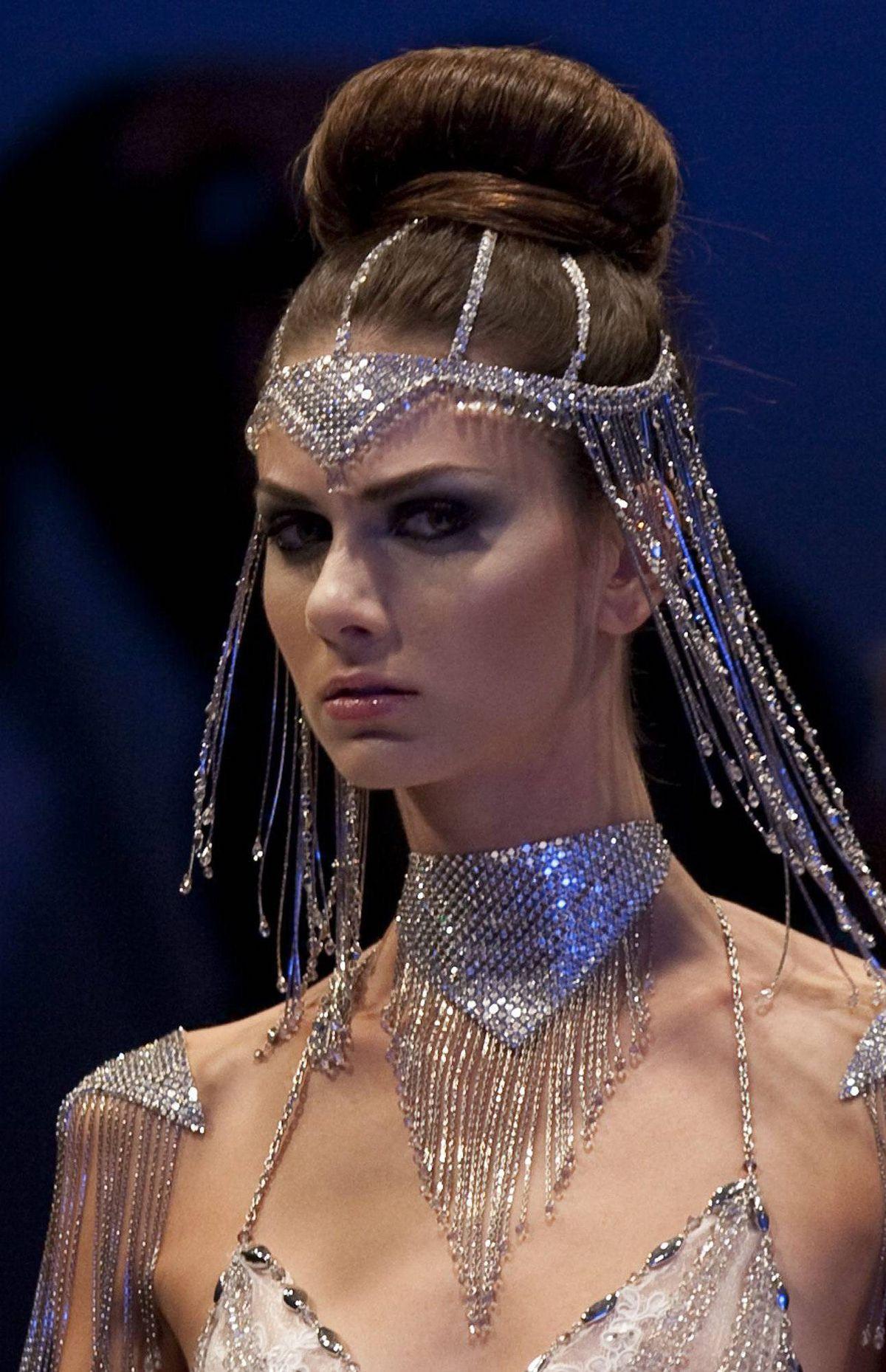 Caroline Neron: Grecian goddesses.
