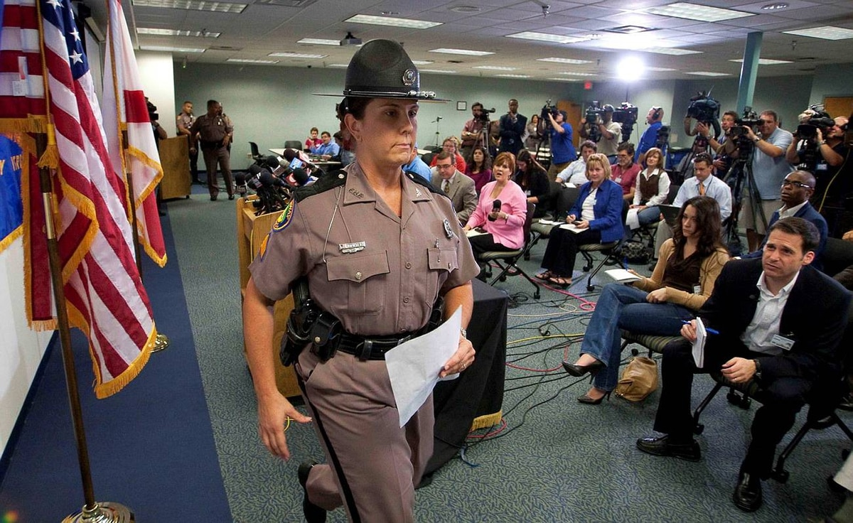 Florida Highway Patrol Sergeant Kim Montes, public affairs officer for Troop D, leaves a news conference about Tiger Woods in Orlando, Florida Dec. 1, 2009. Mr. Woods was cited for careless driving four days after the world's top golfer drove his Cadillac SUV into a fire hydrant and a tree outside his Florida home.