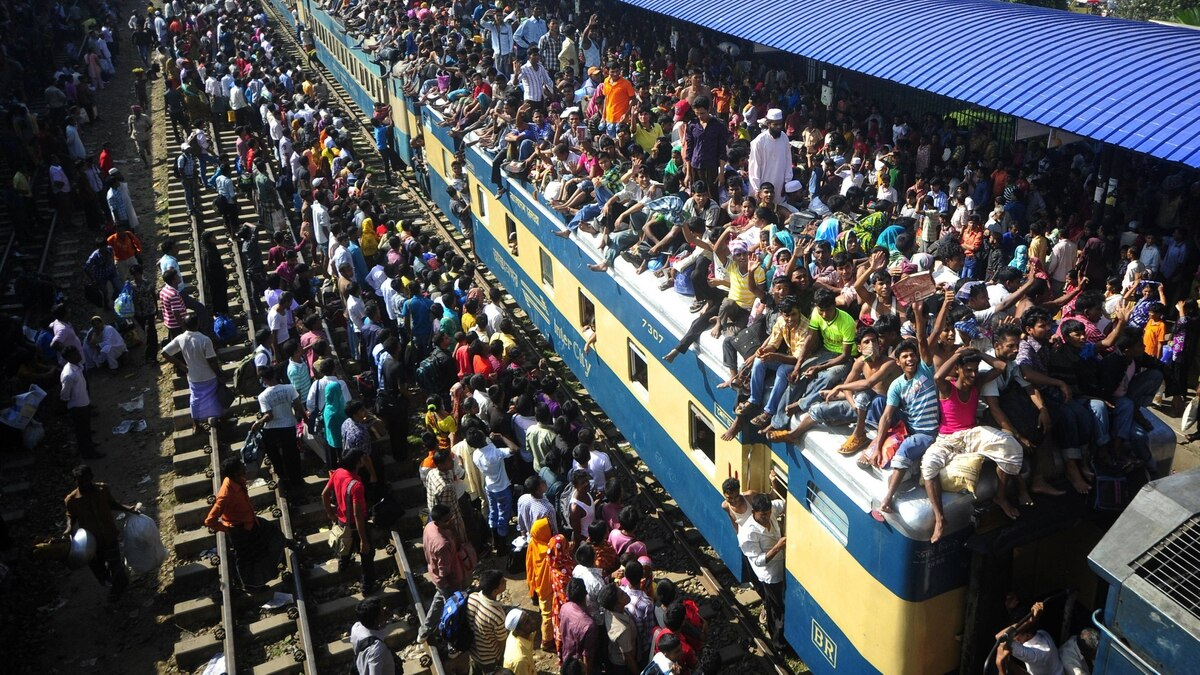 Thousands of Bangladeshis wait for trains at the airport railway terminal as they rush home to be with their families in remote villages before the Muslim Eid festival on the outskirts of Dhaka on August 30, 2011.