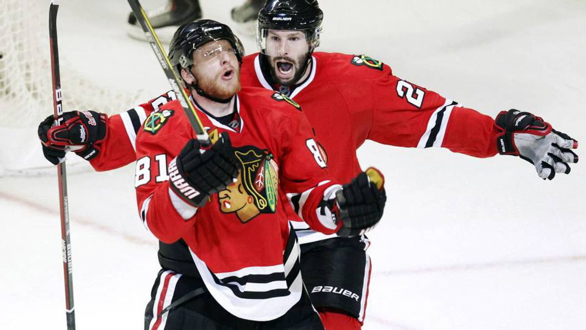 Chicago Blackhawks' Marian Hossa celebrates his goal with Troy Brouwer against the Philadelphia Flyers during the second period of Game 2 of the NHL Stanley Cup final in Chicago May 31, 2010.