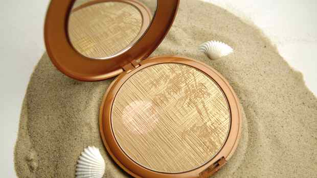 TORONTO.MAY.22.2007 Lancome Star Bronzer. PHOTO BY FRED LUM/THE GLOBE AND MAIL DIGITAL IMAGE