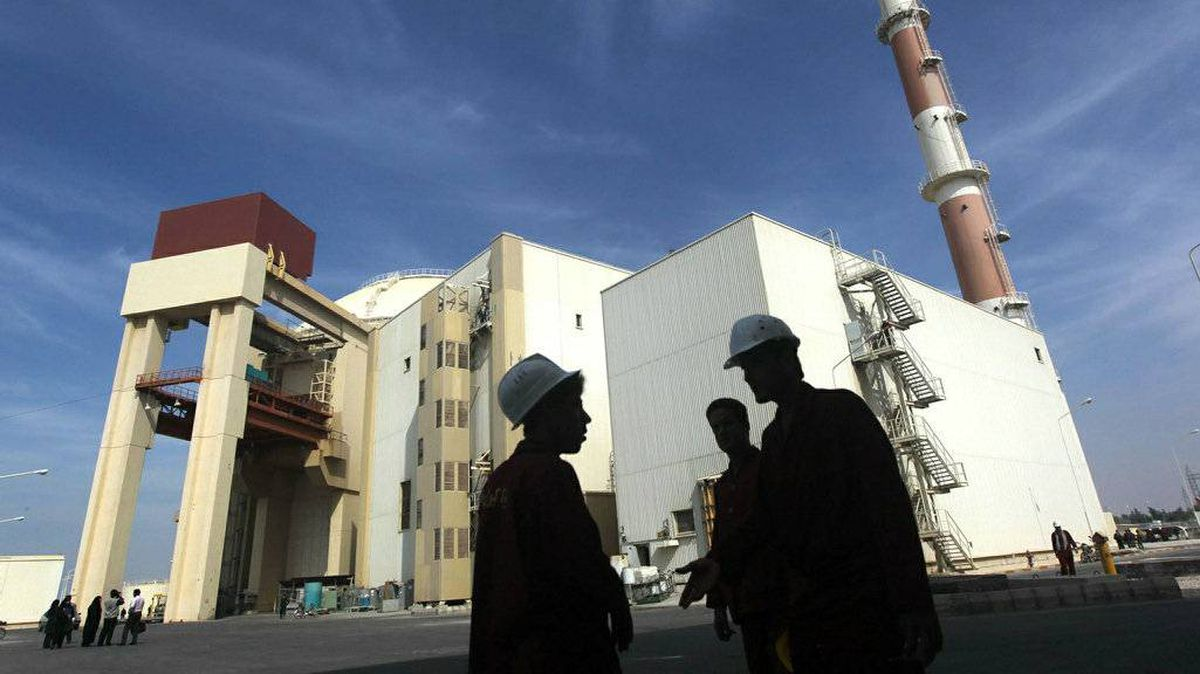 The reactor building at the Russian-built Bushehr nuclear power plant in southern Iran, 1200 Kms south of Tehran, where Iran has began to unload fuel for the nuclear power plant on October 26, 2010, a move which brings the facility closer to generating electricity after decades of delay.
