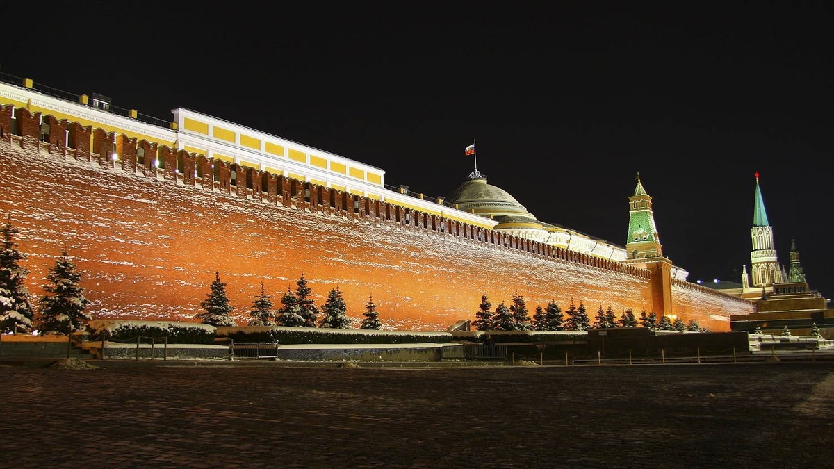 """Philip Neelamegam photo: Red Square - Moscow - Moscow's Red Square earned its name not from the red walls of the Kremlin, nor from the traditional symbol of Communism, but from the Russian word for """"red"""" -many centuries ago also meant beautiful"""