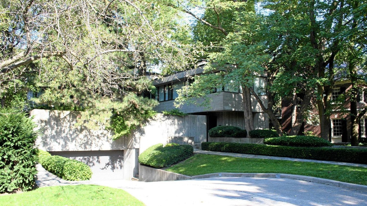 An example of Brutalist architecture at 95 Ardwold Gate, Toronto. This and other homes like it figure in Robert Moffatt's online blog dedicated to Toronto's Mid-Century Modern homes at robertmoffatt115.wordpress.com