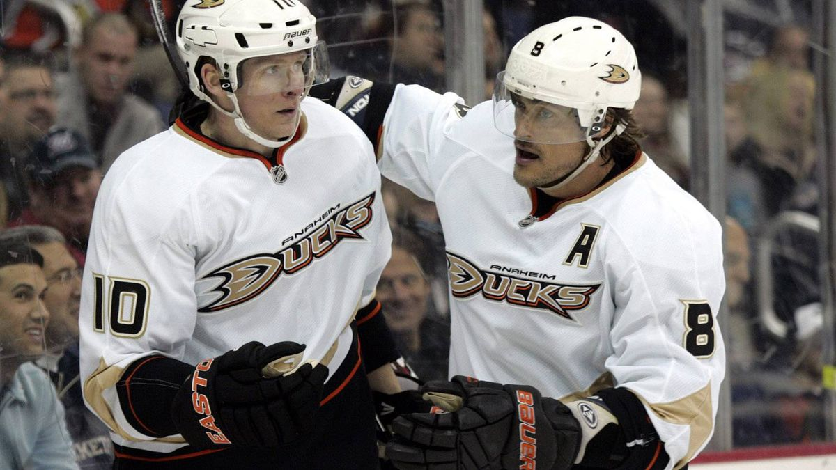 Anaheim Ducks' Teemu Selanne, right, of Finland, congratulates teammate Cory Perry after a goal against the Columbus Blue Jackets in the first period of an NHL hockey game in Columbus, Ohio, Sunday, Feb. 12, 2012. Perry scored his third goal in the second period to get a hat trick. (AP Photo/Paul Vernon)