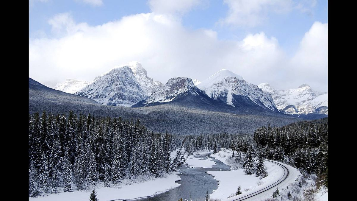 Ewan Winter photo: The Bend - A railway curve in Banff National Park taken January 2010
