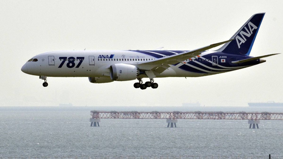 File photo taken on September 28, 2011 shows an All Nippon Airways (ANA) Boeing 787 Dreamliner at Tokyo's Haneda airport.