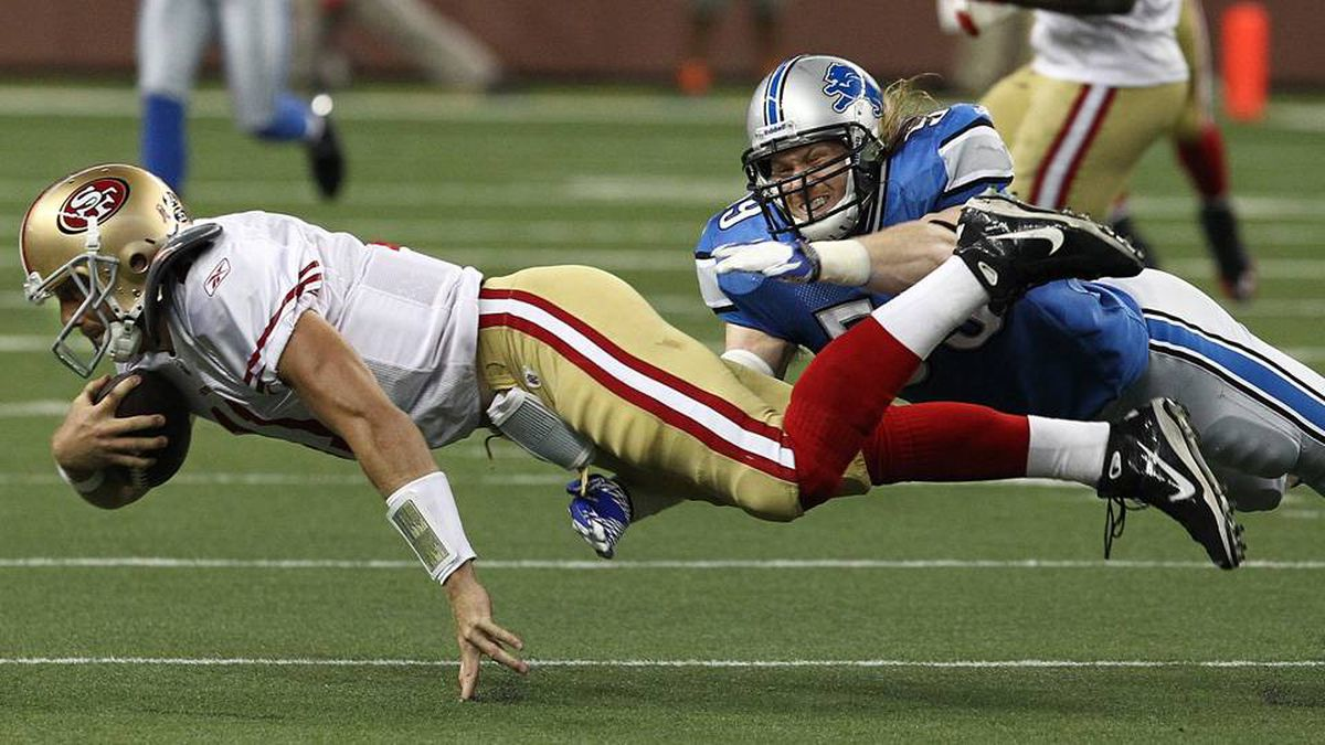 Bobby Carpenter of the Detroit Lions dives to tackle Alex Smith of the San Francisco 49ers.