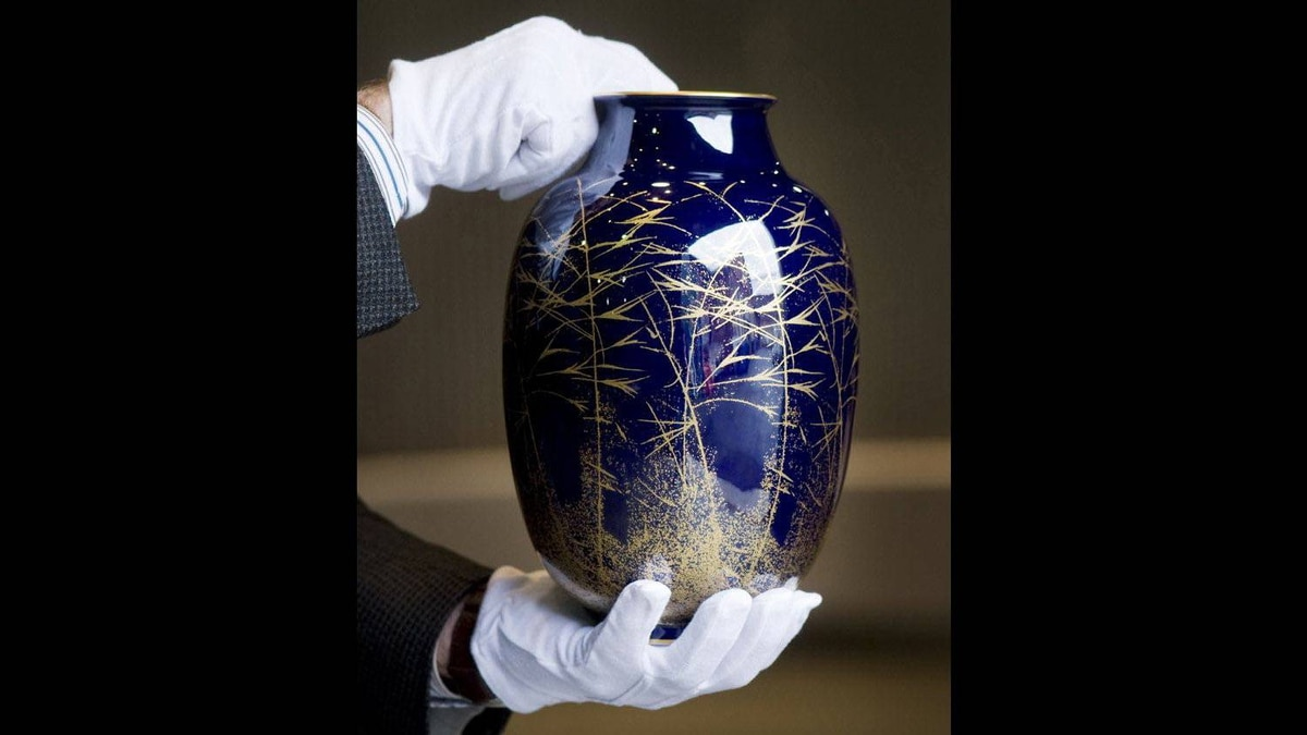 The vase from Jacques Chirac.