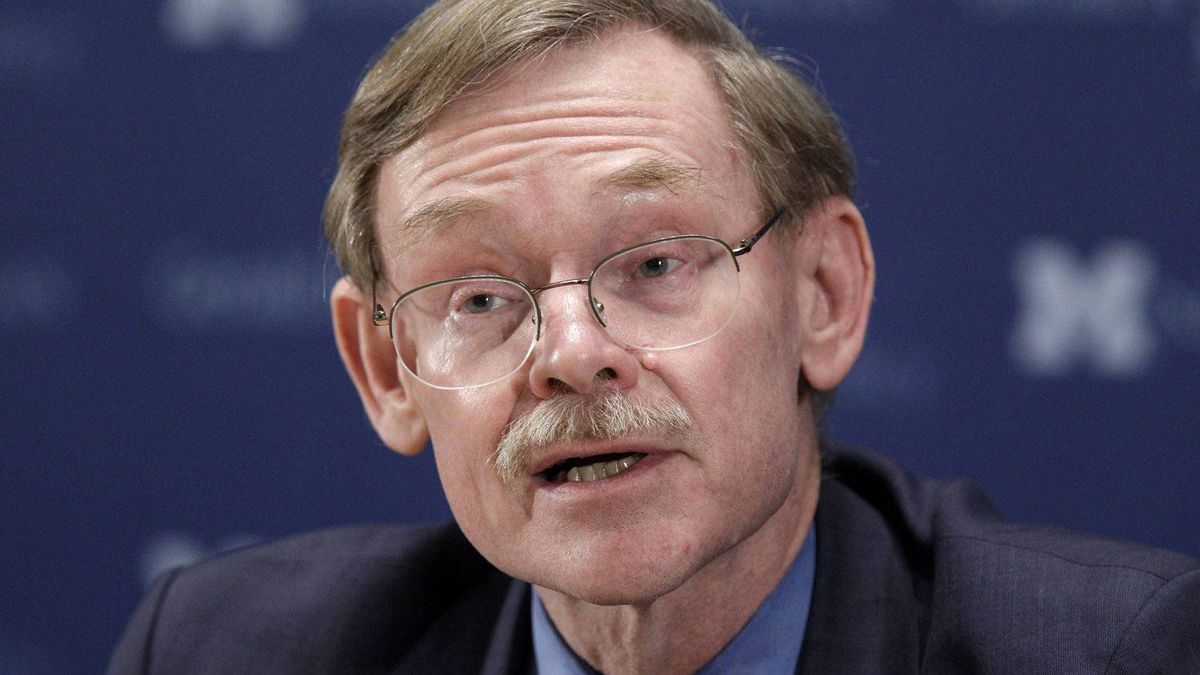 Within hours of Robert Zoellick's announcement on Wednesday that he would to step down as head of the World Bank, the Obama administration signalled that it expects the organization's top job to stay in American hands.