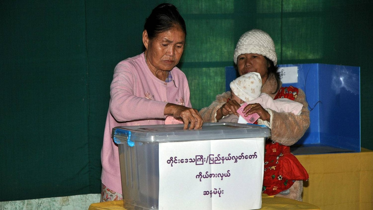 Myanmar people cast their votes at a polling station in Loikaw, Kayah state, east of Yangon on November 7, 2010. Myanmar voted in its first election in 20 years as complaints of intimidation added to fears the poll was a sham to create a facade of democracy after decades of iron-fisted military rule.