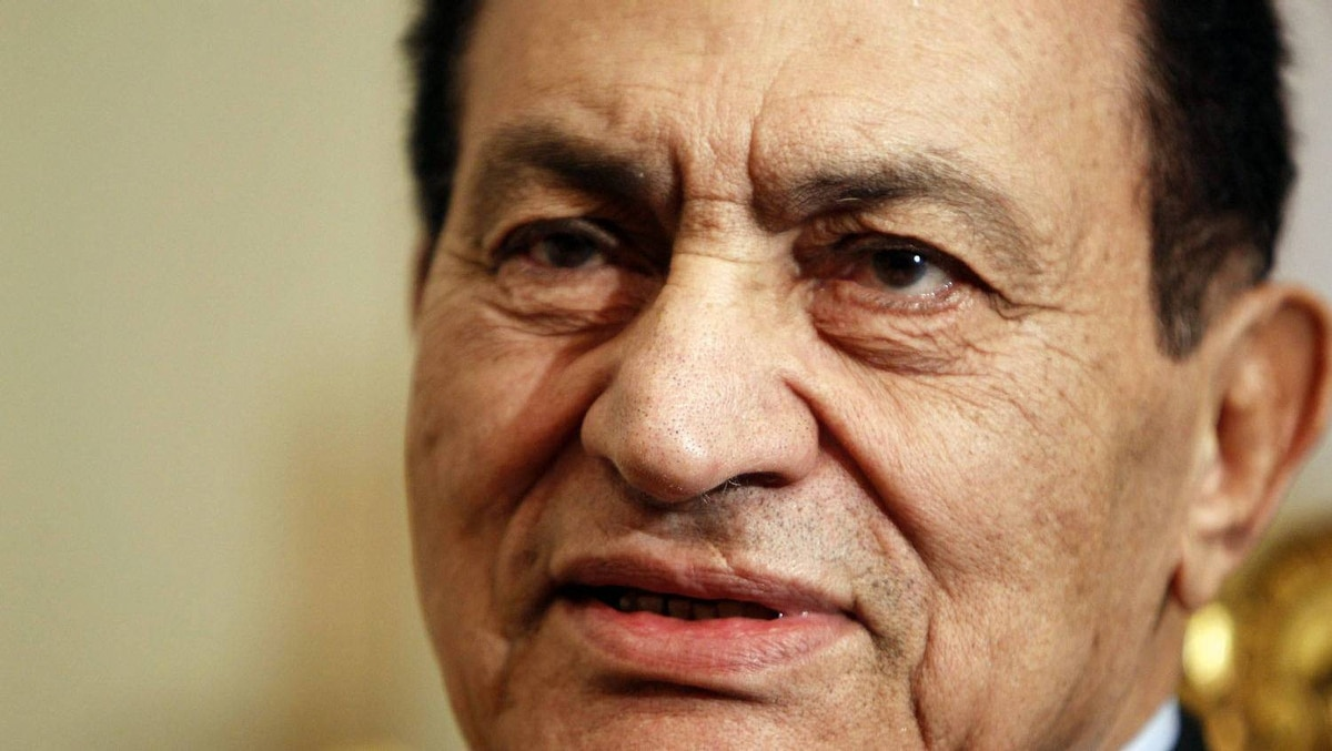 Egypt's ousted President Hosni Mubarak attends a meeting at the presidential palace in Cairo in this December 11, 2010 file photo.