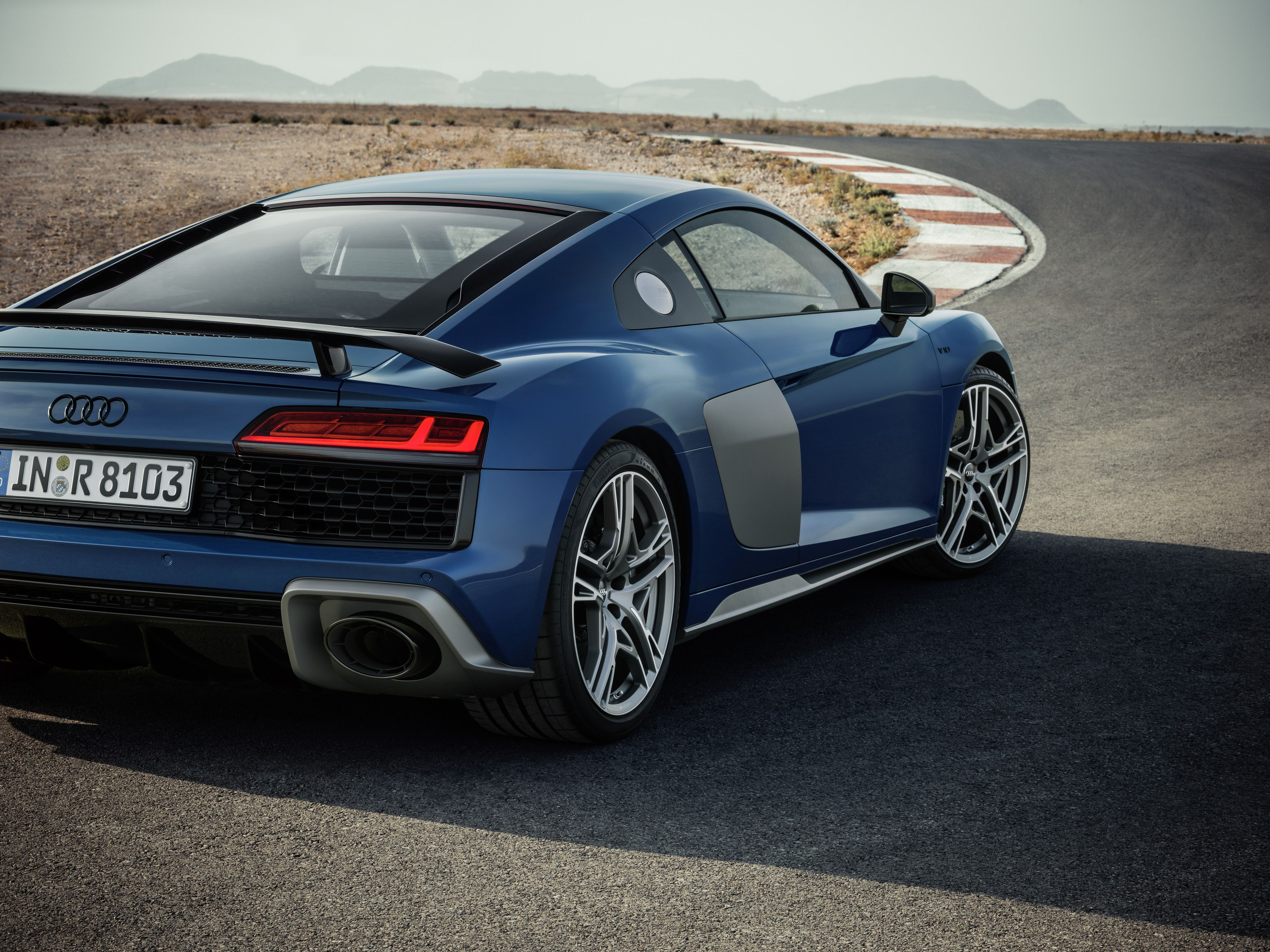 Review With The Audi R8 Gradual Improvements Pay Off The Globe