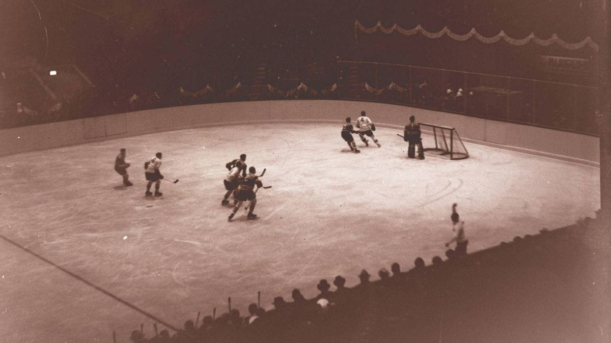 Nov. 12, 1931. Maple Leaf Gardens opening action in hockey game between Toronto and Chicago Black Hawks. The Globe photographer depicts some of the highights in the game between the Leafs and Chicago, the action being around the Black Hawks' goal. Photo By: John Boyd/Globe and Mail
