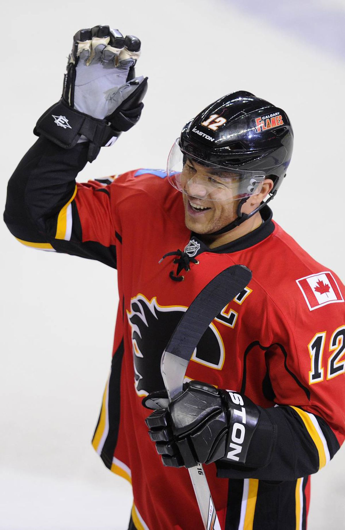 Calgary Flames' Jarome Iginla celebrates his 500th goal during the third period of their NHL hockey game against the Minnesota Wild in Calgary, Alberta, January 7, 2012.