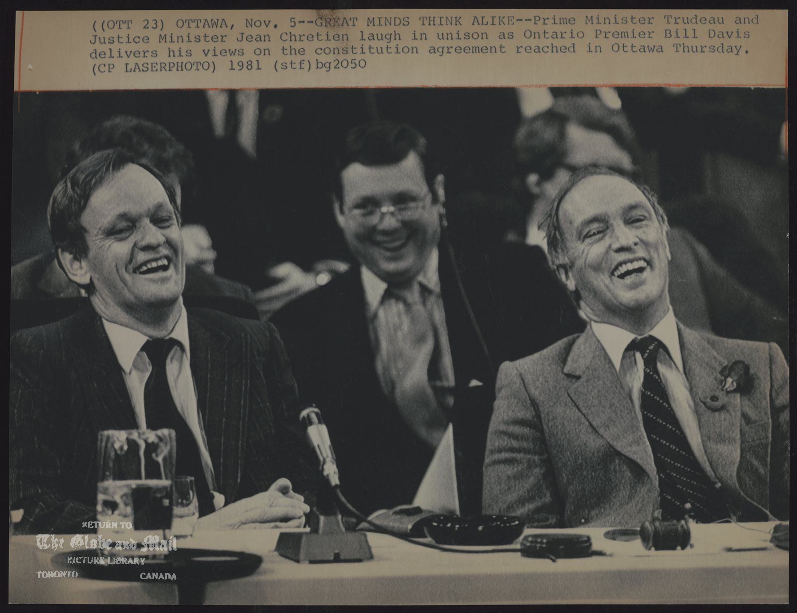 FEDERAL PROVINCIAL CONSTITUTIONAL CONFERENCES (OTT 23) OTTAWA, Nov 5--GREAT MINDS THINK ALIKE--Prime Minister Trudeau and Justice Minister Jean Chretien laugh in unison as Ontario Premier Bill Davis delivers his views on the constitution agreement reached in Ottawa Thursday. (CP LASERPHOTO) 1981 (stf) bg2050