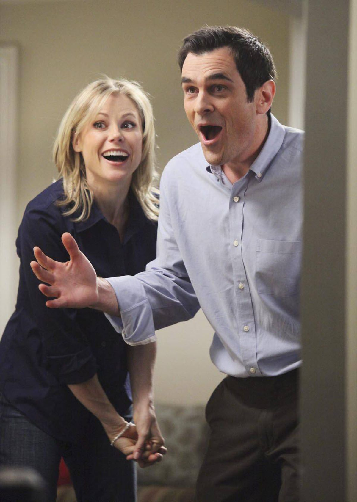 Modern Family stars Julie Bowen and Ty Burrell talk about the awesome star power they'll be bringing to the 2012 Billboard Music Awards.