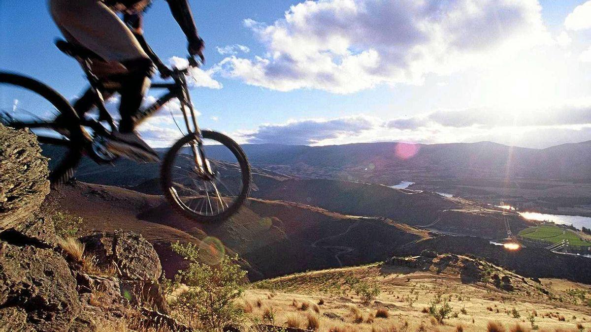 Heli-mountain biking, Otago, New Zealand