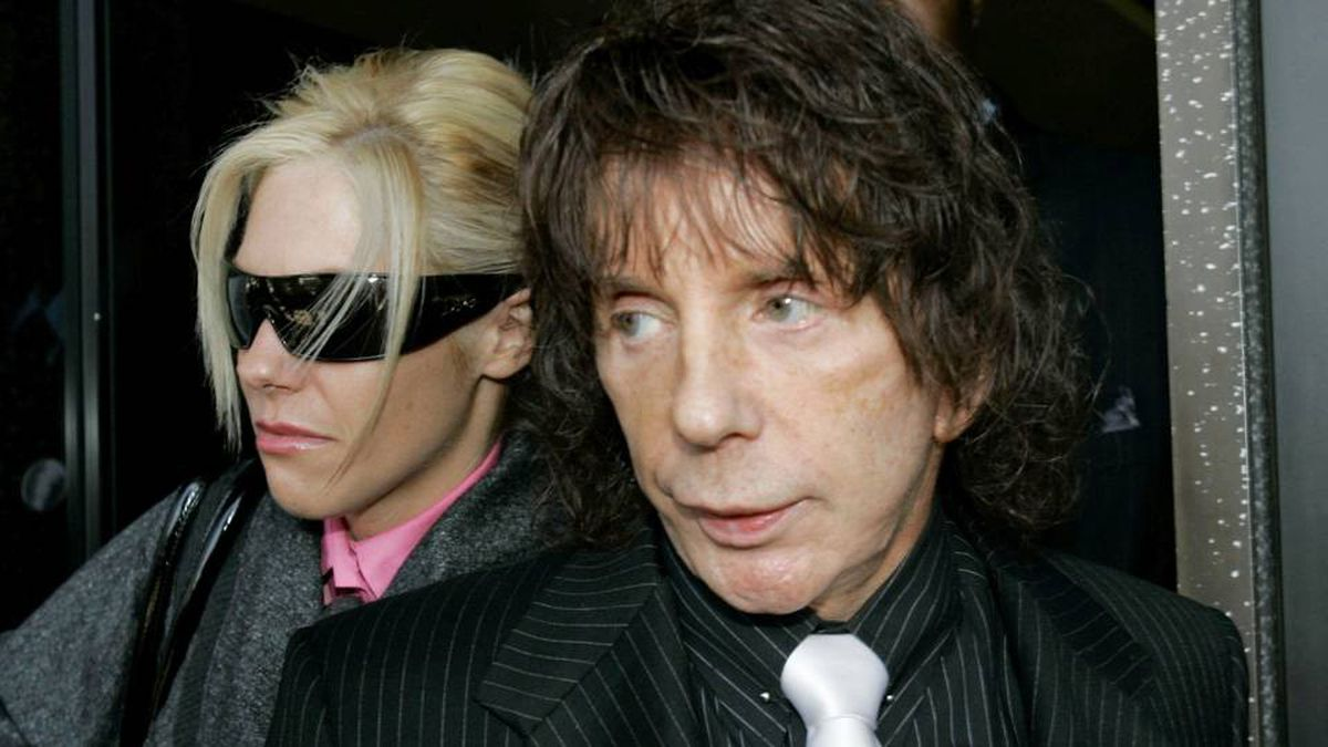 Phil Spector and his wife Rachelle leave the Los Angeles Country Superior Court Wednesday, Oct. 29, 2008.