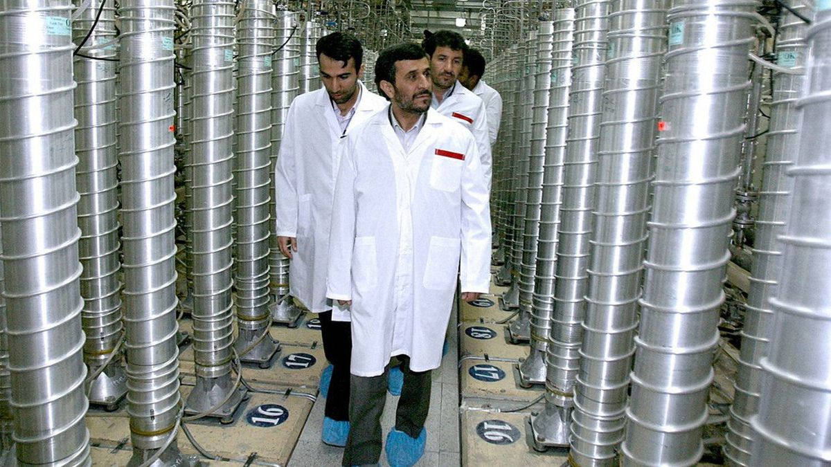 A handout picture released by the official website of Iran's presidency office on April 8, 2008 shows Iranian President Mahmoud Ahmadinejad visiting the Natanz uranium enrichment facility, 270 kms south of Tehran. Oil prices rose on November 8, 2011 as markets focused on the eurozone debt crisis and geopolitical tensions surrounding major crude producer Iran a few hours before a UN report on the country's nuclear ambitions.
