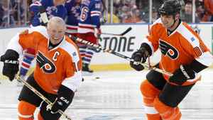Philadelphia Flyers Bob Clarke (L) skates next to Eric Lindros before the start of the Flyers alumni versus the New York Rangers alumni during the first period of the 2012 NHL Winter Classic Alumni ice hockey game in Philadelphia, Pennsylvania December 31, 2011. REUTERS/Tim Shaffer
