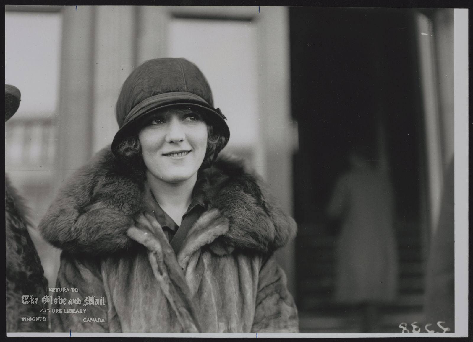 MARY PICKFORD ACTRESS. MARY PICKFORD IN TORONTO IN 1924.