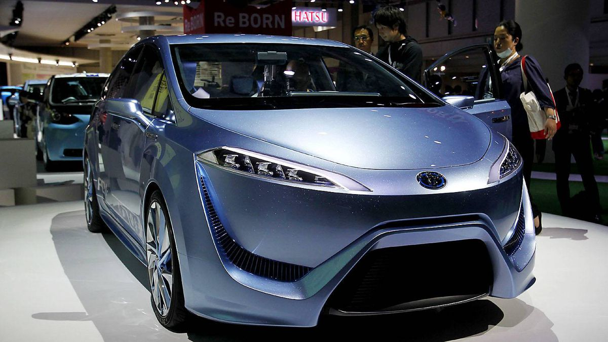 Toyota FCV-R, a sedan-type next-generation fuel-cell concept vehicle fueled by hydrogen.