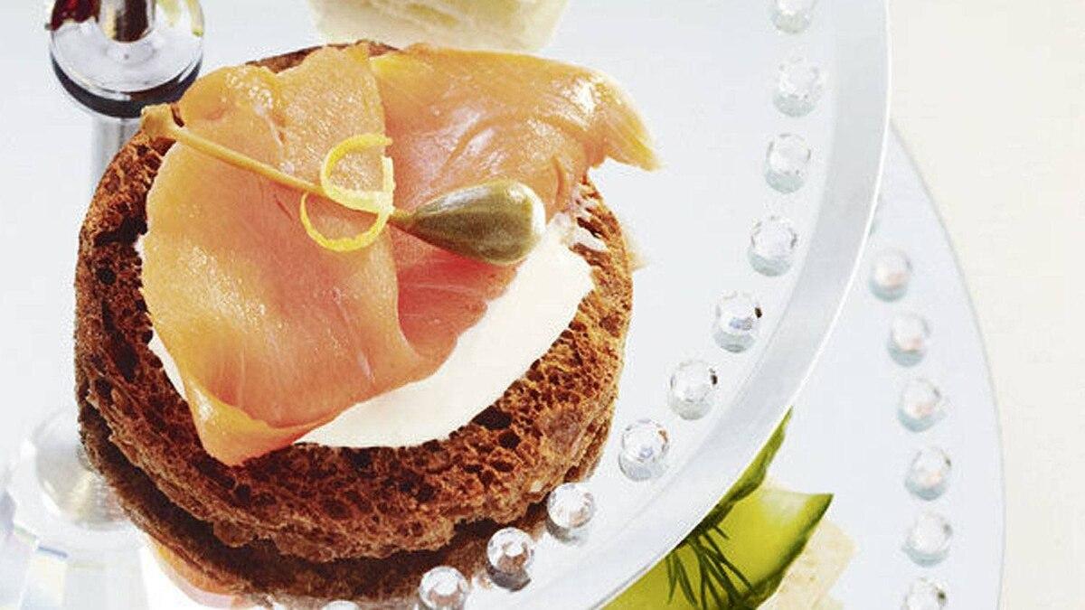 Smoked salmon sandwiches with lemon crème fraîche