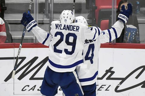 Leafs nip Red Wings in Detroit