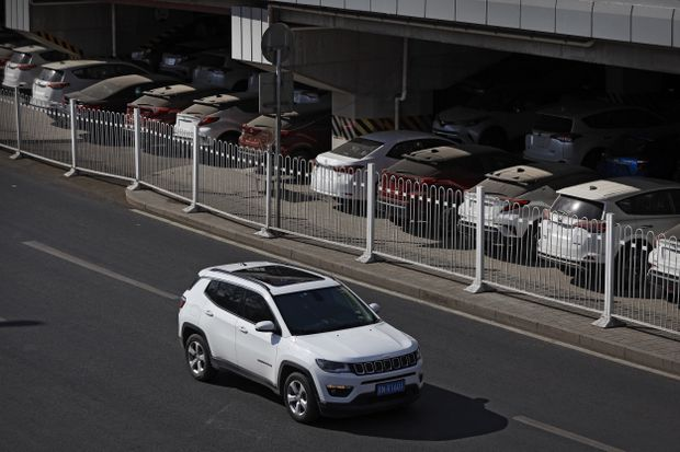 Vehicle sales in China decrease