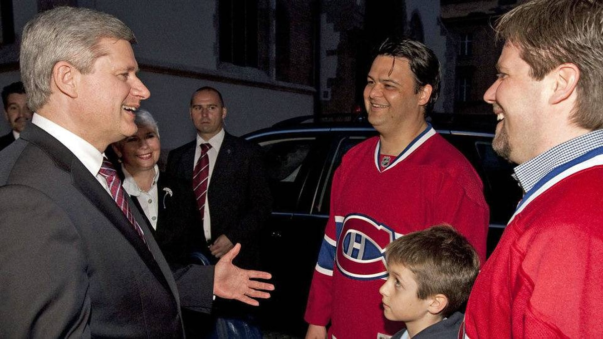 Prime Minister Stephen Harper speaks with Montreal Canadiens in Zagreb, while on an official visit to Croatia, on May 7, 2010.