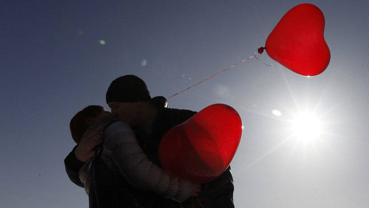 A couple kisses during a flashmob organised by a television station on the eve of Valentine's Day in the southern Russian city of Stavropol, February 13, 2012.