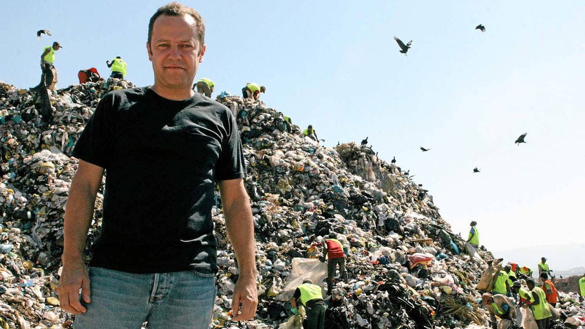 The artist and his medium: Vik Muniz at the world's largest garbage dump, Jardim Gramacho, located on the outskirts of Rio de Janeiro.