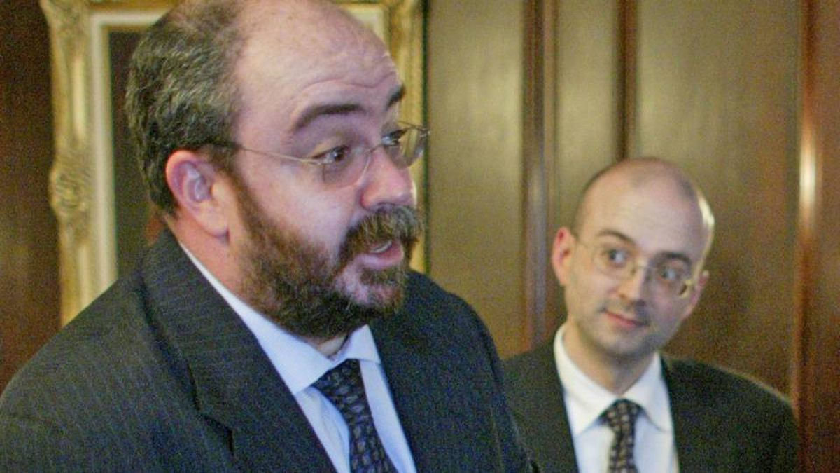 Mario Lagu�, shown in the Prime Minister's Office in April of 2004, served as communications director to Paul Martin.