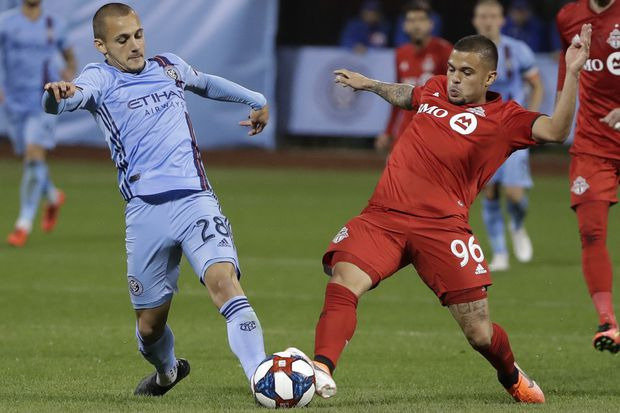 Pozuelo's late penalty lifts Toronto FC past New York City FC in MLS playoffs