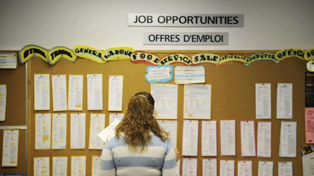 Youth search online and on a job board at YES Youth Employment Services in Toronto.