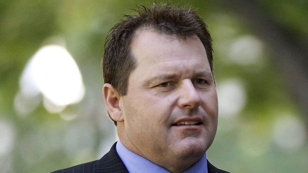 Former Major League Baseball pitcher Roger Clemens arrives at federal court in Washington, Thursday, May 24, 2012.