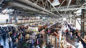 The market is packed with locals on most Fridays, Saturdays and Sundays and ranks as one of the three most popular tourist sites in the city. It's especially popular with cruise ship passengers.