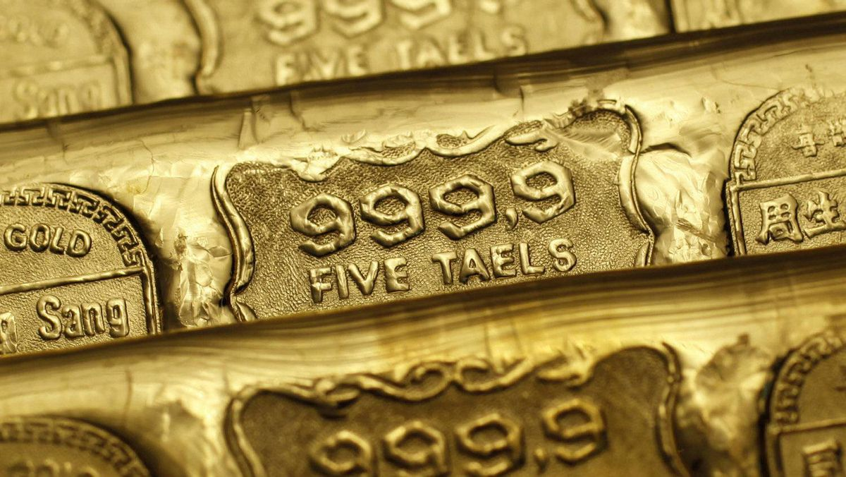 Two years later in 2007 it had jumped to $794.30 an ounce. Five-tael gold bars are seen at a jewellery store in Hong Kong in this Aug. 11, 2011 illustration photo.