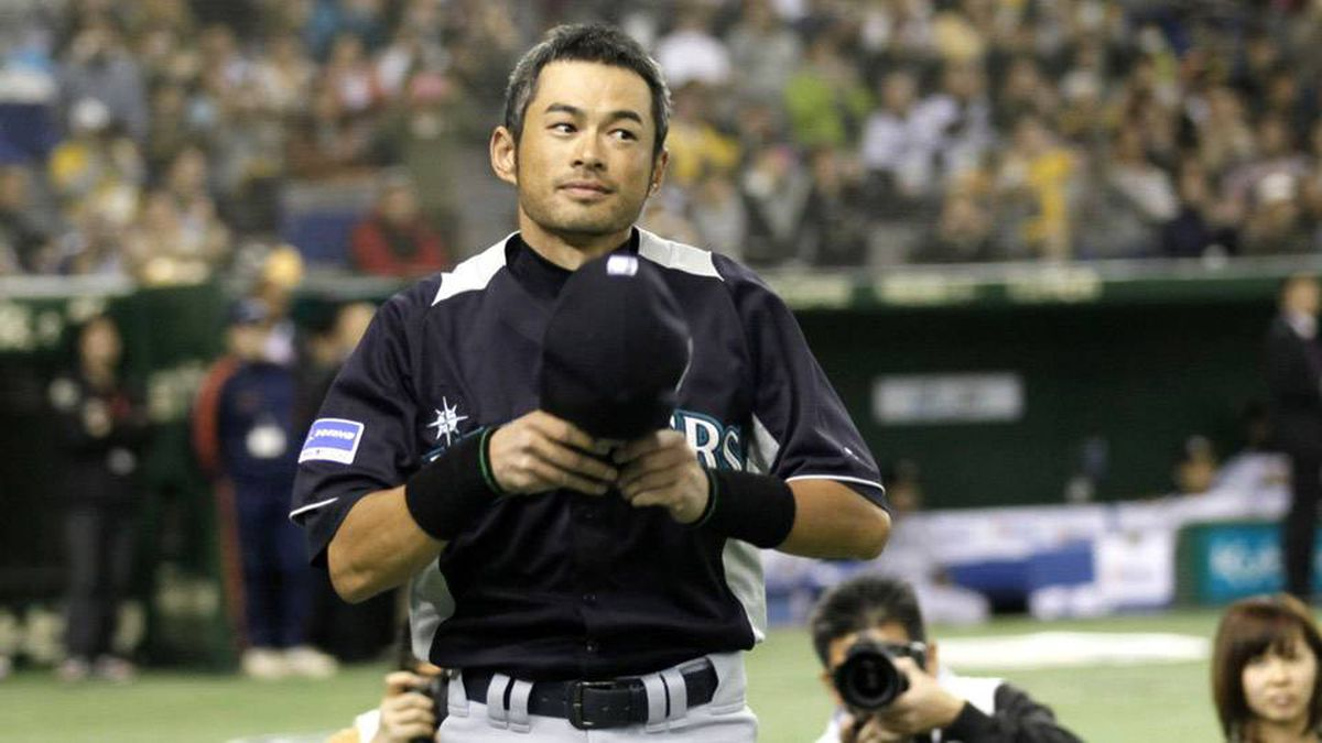 Seattle Mariners outfielder Ichiro Suzuki greets spectators during the opening ceremony of an exhibition baseball game against Japan's Hanshin Tigers at the Tokyo Dome in Tokyo Sunday.