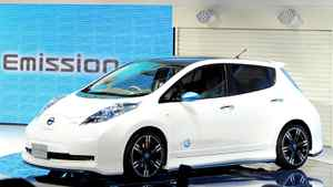 Nissan President and CEO Carlos Ghosn introduces the company's Leaf Nismo concept vehicle