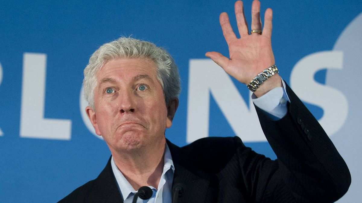 Bloc Qu�b�cois Leader Gilles Duceppe waves to supporters during a campaign stop in Longueuil, Que.