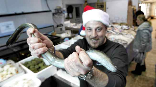 Paul Lionetti grabs hold of a slippery eel at San Antonio Fish Market in Woodbridge, Ont.