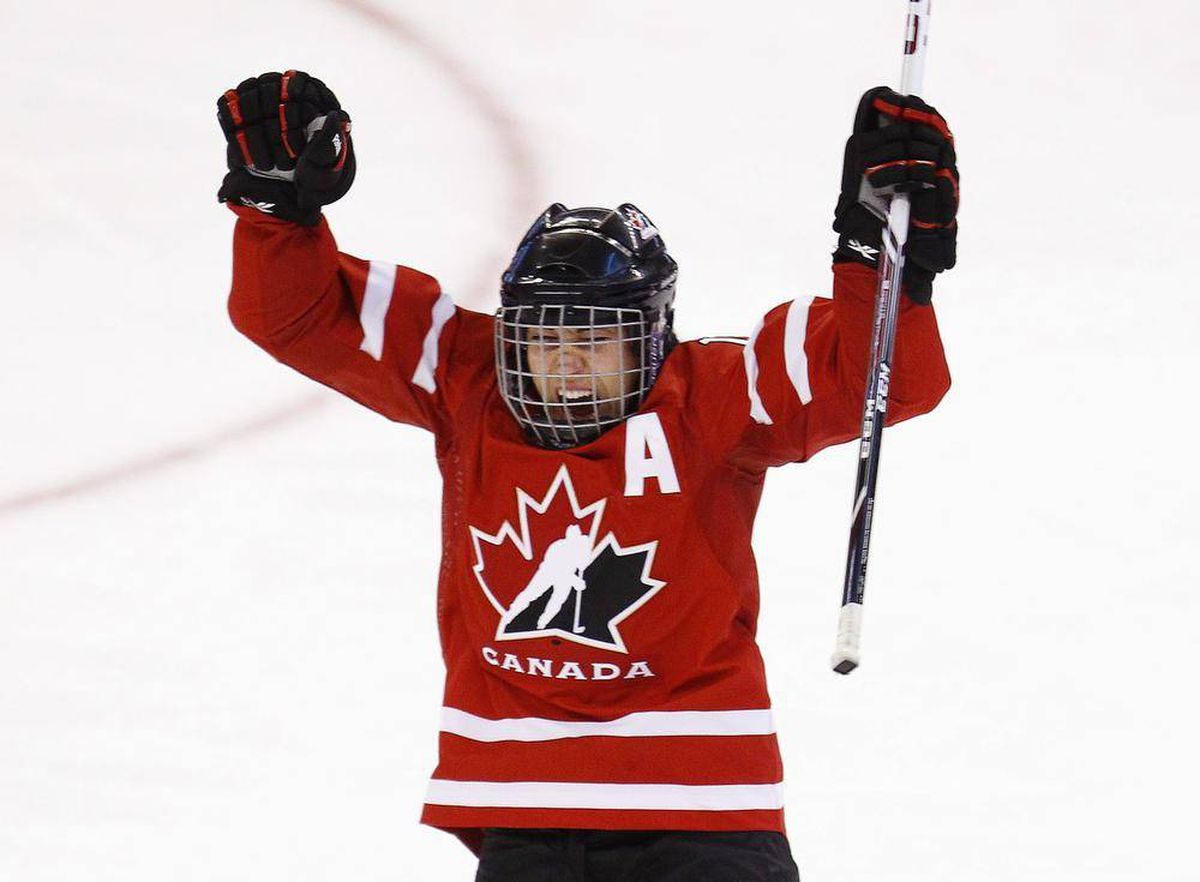 46d96a4acbe Ouellette replaces Wickenheiser as Canada s women s hockey Olympic captain