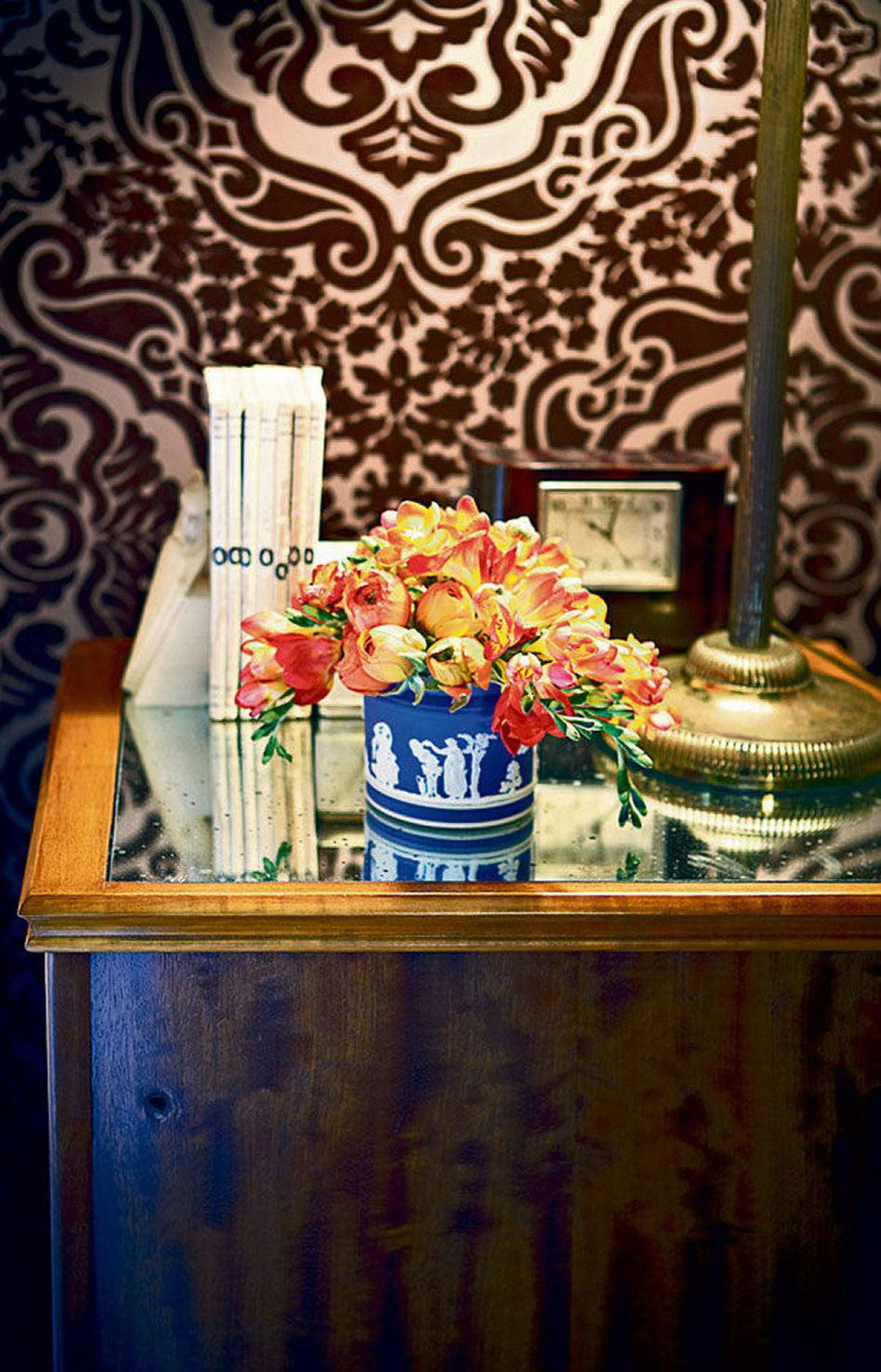 The Wedgewood vase on her nightstand belonged to her parents and is typically filled with fresh-cut flowers, an element she always includes in a room.