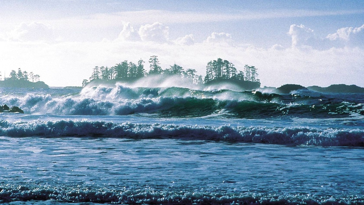 Storm watching on Long Beach in Pacific Rim National Park near Tofino.