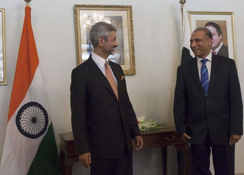Indian envoy meets archrival Pakistanis in first contact since talks broke down last year