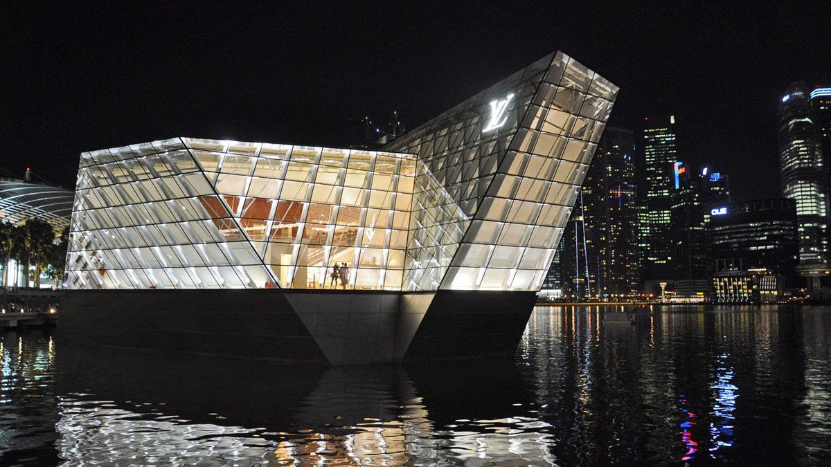 The floating Louis Vuitton pavilion was one of the last portions of the Marina Bay Sands complex to open last fall. The complex geometry of the building, designed by Mr. Safdie, would provide a challenge for Peter Marino, the architect who designed the store's interior.